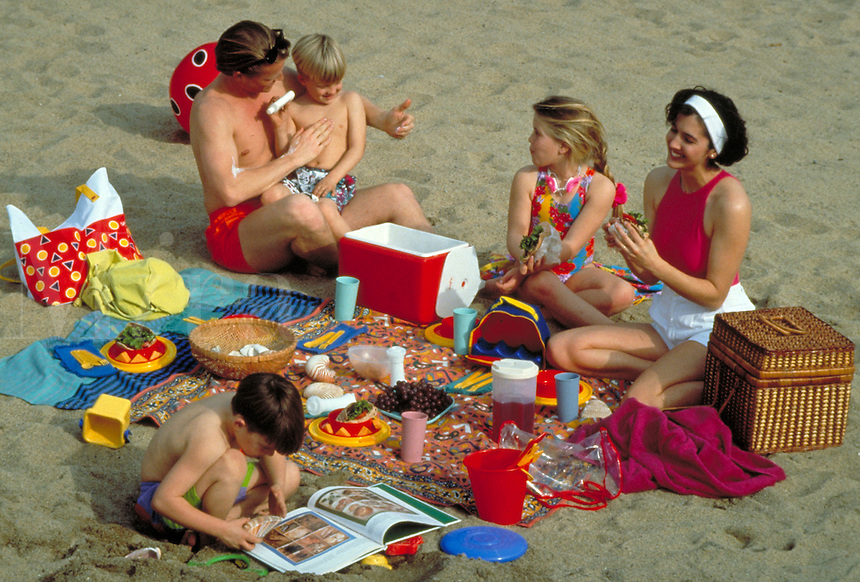 CAUCASIAN FAMILY PICNICKING AT THE BEACH. FAMILY. OAKLAND CALIFORNIA.
