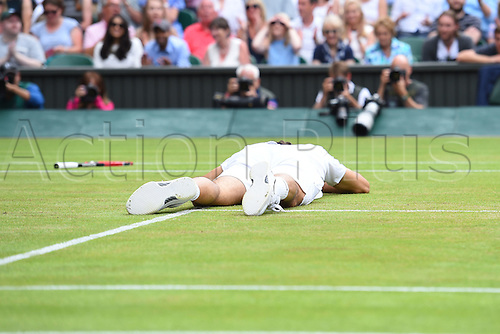 08.07.2016. All England Lawn Tennis and Croquet Club, London, England. The Wimbledon Tennis Championships Day 12. Mens' singles semi-final between number 3 seed Roger Federer (SUI) and number 6 seed, Milos Raonic (CAN).  Roger Federer (Sui) falls awkwardly and needs medical assistance