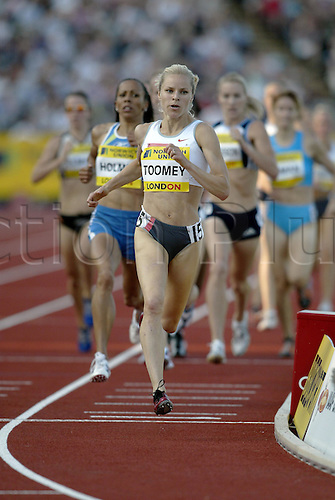 30 July 2004: American runner Jennifer Toomey (USA) leads the pack while competing in the Women's 1500m race during the Norwich Union London Grand Prix held at Crystal Palace, London. Photo: Neil Tingle/Action Plus..040730 athletics athlete woman women female run runs running runner track event distance
