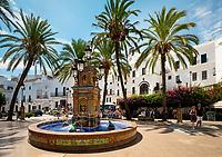 Spanien, Andalusien, Provinz Cadiz, Vejer de la Frontera: Plaza de Espana | Spain, Andalusia, Cadiz province, Vejer de la Frontera: Plaza de Espana