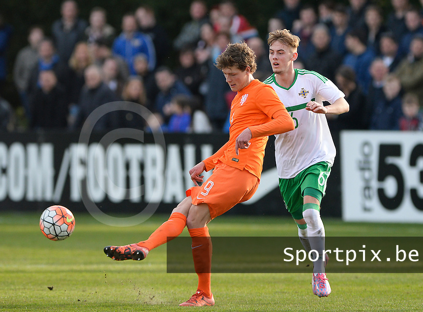 20160326  - Uden , NETHERLANDS : Northern Irish Mark Sykes  pictured defending on Dutch Sam Lammers (left) during the soccer match between the under 19 teams of The Netherlands and Northern Ireland , on the second matchday in group 4 of the UEFA Under19 Elite rounds in Uden , Netherlands. Saturday 26 th March 2016 . PHOTO DAVID CATRY