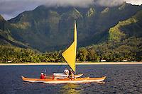 Trimaran sailing in Hanalei Bay, off the north coast of Kauai, Hawaii, USA.  No Release