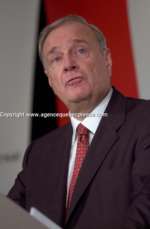 Sept 18, 2003, Montreal, Quebec, Canada.<br /> <br /> Paul Martin, future  Leader of Canada Liberal Party speak in front of the Montreal Board of Trade, September 18, 2003 <br /> <br /> Actua lParty Leader and Prime Minister of Canada ; Jean Chretien and will be replaced by former Minister and Finances Paul Martin,  in January 2004 or before.<br /> <br /> Mandatory Credit: Photo by Pierre Roussel- Images Distribution. (&copy;) Copyright 2003 by Pierre Roussel