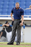 July 11, 2009:  Home Plate Umpire Travis Carlson during a Florida State League game at Dunedin Stadium in Dunedin, FL.  Photo By Mike Janes/Four Seam Images