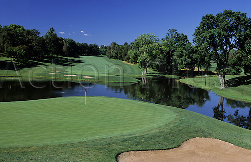 View of the 19th green at the Congressional Country Club, Bethesda, Maryland, USA. Photo: Brian Morgan/actionplus...golf course courses clubs general view views scene scenery spectacular landscape venue american MD nineteenth 813