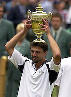 WIMBLEDON CHAMPIONSHIPS 2001 09/07/01 MENS FINAL GORAN IVANISEVIC (CROATIA) V PAT RAFTER GORAN IVANISEVIC WITH TROPHY PHOTO ROGER PARKER