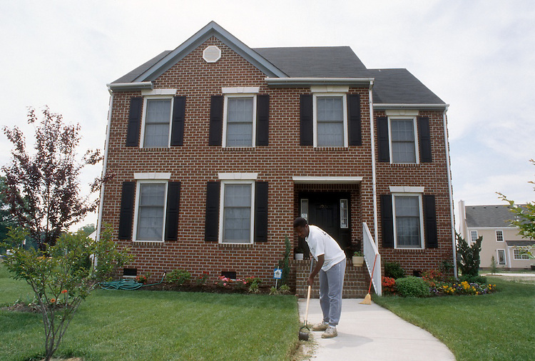 1994 May ..Redevelopment.MiddleTowne Arch.Section 2..Homeowner edging lawn...NEG#.NRHA#..REDEV:Lb Pk1 14:10