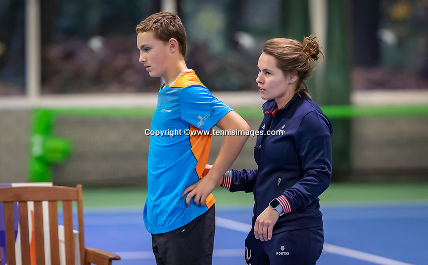 Hilversum, Netherlands, December 2, 2018, Winter Youth Circuit Masters, Kyvan Rietkerk (NED) is injured and treated by fisio Lisette Hagen<br /> Photo: Tennisimages/Henk Koster