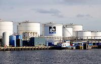 Nederland Amsterdam 2019. MAIN bv langs het Noordzeekanaal. Maritieme Afvalstoffen Inzameling Nederland is gevestigd aan de Petroleumhavenweg in Amsterdam. Het bedrijf heeft meer dan 20 jaar ervaring met het inzamelen en verwerken van scheepsafvalstoffen. Tevens beschikt MAIN over specialistische kennis op het gebied van (scheeps)reiniging. In de havens van Den Helder verzorgt MAIN de levering van drinkwater en walspanning. Foto Berlinda van Dam / Hollandse Hoogte