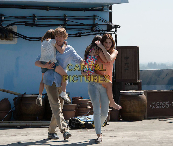 Owen Wilson, Lake Bell<br /> in No Escape (2015) <br /> *Filmstill - Editorial Use Only*<br /> CAP/FB<br /> Image supplied by Capital Pictures