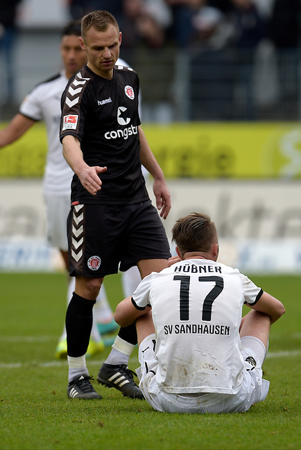 GER - Sandhausen, Germany, March 19: After the 2. Bundesliga soccer match between SV Sandhausen (white) and FC ST. Pauli (grey) on March 19, 2016 at Hardtwaldstadion in Sandhausen, Germany. (Photo by Dirk Markgraf / www.265-images.com) *** Local caption *** shake hands between Bernd Nehrig #7 of FC St. Pauli and Florian Huebner #17 of SV Sandhausen