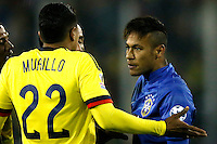 SANTIAGO DE CHILE- CHILE - 17-04-2015: Jeison Murillo (Izq.) jugador de Colombia, discute con Neymar (Der.) jugador de Brasil durante partido Colombia y Brasil, por la fase de grupos, Grupo C, de la Copa America Chile 2015, en el estadio Monumental en la Ciudad de Santiago de Chile. / Jeison Murillo () player of Colombia, discusses with Neymar (R) player of Brasil, during a match between Colombia and Brasil for the group phase, Group C, of the Copa America Chile 2015, in the Monumental stadium in Santiago de Chile city. Photos: VizzorImage /  Photosport / Andres Piña / Cont.