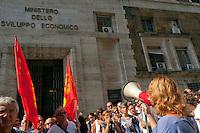 Roma 12 Settembre 2012.I lavoratori della Ibm, scioperano contro il trasferimento collettivo di 280 lavoratori e lavoratrici di Ibm dalle sedi periferiche a Milano Segrate entro la fine del mese di settembre, davanti al Ministero dello Sviluppo Economico..