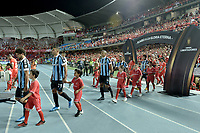 CALI - COLOMBIA, 03-03-2020: Jugadores de Gremio ingresan al campo de juego previo al partido entre América de Cali de Colombia y Gremio de Brasil del grupo E como parte de la Copa CONMEBOL Libertadores 2020 jugado en el estadio Pascual Guerrero de la ciudad de Cali. / Players of Gremio go inside the field prior a match of the group E as part of Copa CONMEBOL Libertadores 2020 between America de Cali of Colombia and Gremio of Brazil played at Pascual Guerrero stadium in Cali. Photo: VizzorImage / Gabriel Aponte / Staff