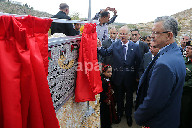 Palestinian Prime Minister Rami Hamdallah opens several projects in the West Bank city of Tulkarem, on October 28, 2017. Photo by Prime Minister Office