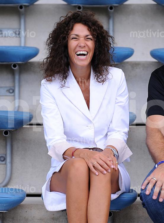FUSSBALL     3. BUNDESLIGA     SAISON 2009/2010     01.08.2009 SpVgg Unterhaching - Arminia Bielefeld  0:3, HEIDI Ehefrau von Trainer  Thomas Gerstner (Bielefeld)