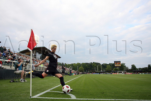 18.05.2011 Megan Rapinoe (USA) takes a corner kick. The United States Women's National Team defeated the Japan Women's National Team 2-0 at WakeMed Stadium in Cary, North Carolina as part of preparations for the 2011 Women's World Cup.