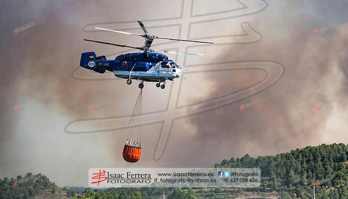 Incendio forestal en Gatova que afecta a Gatova, Altura y Segorbe.<br /> <br /> Wildfire in Gatova that affects Gatova, Altura and Segorbe.<br /> <br /> Jun 30, 2017.<br /> Segorbe, Castellon - Spain.