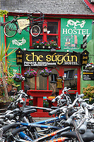 Ireland, County Kerry, Killarney: The Sugan Hostel with bicycles for rent | Irland, County Kerry, Killarney: das Sugan Hostel mit Fahrradverleih