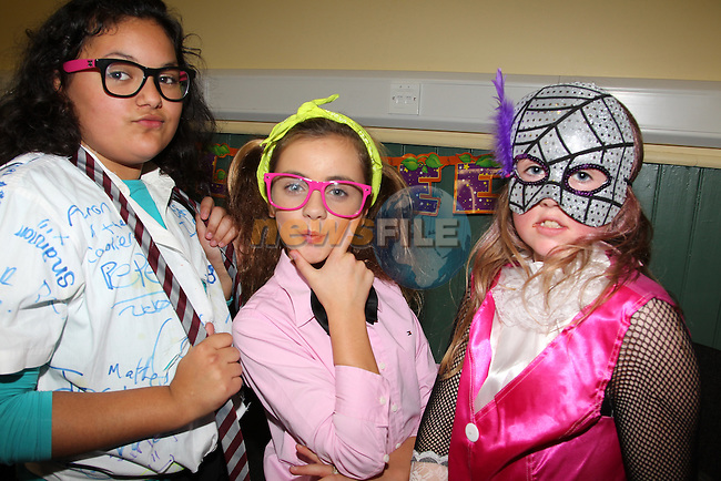 Denisa novac shelbee Malone page mcanallen.at the junior disco in Clogherhead community hall..Picture: Fran Caffrey/www.newsfile.ie.