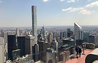"""Blick von der Aussichtsplattform des Rockefeller Center """"Top of the Rock"""" in New York - 11.04.2018: Sightseeing in New York"""