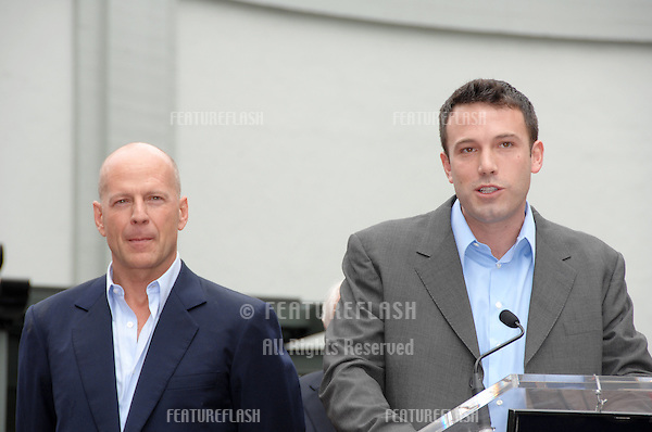 BRUCE WILLIS & BEN AFFLECK on Hollywood Boulevard where he was honored with the 2,321st star on the Hollywood Walk of Fame..October 16, 2006  Los Angeles, CA.Picture: Paul Smith / Featureflash