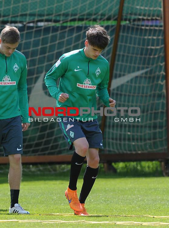 17.05.2015, Trainingsgelaende, Bremen, GER, 1.FBL, Training Werder Bremen, im Bild Luca Zander (Bremen #19)<br /> <br /> Foto &copy; nordphoto / Frisch