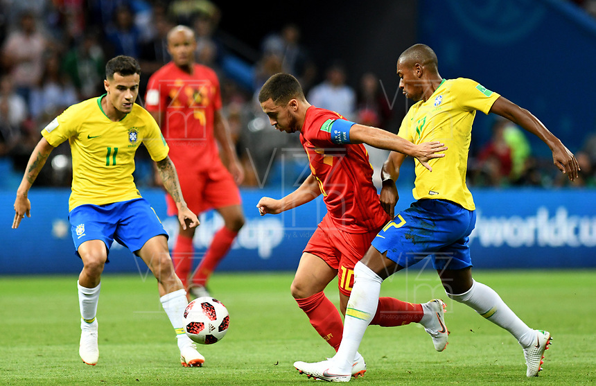 KAZAN - RUSIA, 06-07-2018: PHILIPPE COUTINHO (Izq) y FERNANDINHO (Der) jugadores de Brasil disputan el balón con Eden HAZARD (C) jugador de Bélgica durante partido de cuartos de final por la Copa Mundial de la FIFA Rusia 2018 jugado en el estadio Kazan Arena en Kazán, Rusia. / PHILIPPE COUTINHO (L) and FERNANDINHO (R) players of Brazil fight the ball with Eden HAZARD (C) player of Belgium during match of quarter final for the FIFA World Cup Russia 2018 played at Kazan Arena stadium in Kazan, Russia. Photo: VizzorImage / Julian Medina / Cont