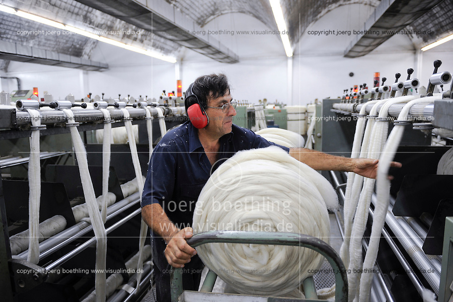 URUGUAY Verarbeitung von Merino Schafswolle bei Lanas Trinidad S.A. , Wollkaemmerei und Spinnerei / .URUGUAY city Trinidad, company Lanas Trinidad  S.A. processing of Merino sheep wool at wool combing unit