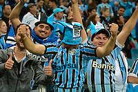 PORTO ALEGRE, RS, 02.11.2016 - GRÊMIO- CRUZEIRO - Torcedores, do Grêmio, durante partida contra o Cruzeiro, válida pela semifinais da Copa do Brasil 2016, na Arena do Grêmio, nesta quarta-feira.(Foto: Rodrigo Ziebell/Brazil Photo Press)