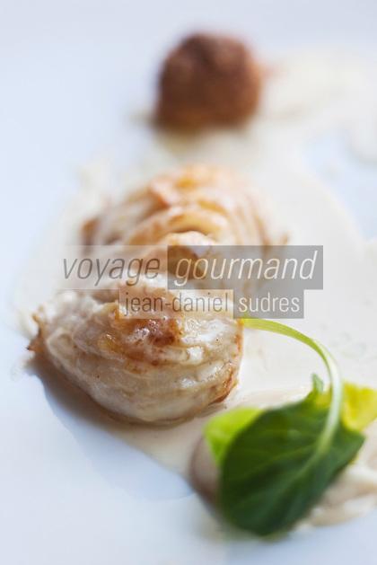 Europe/France/Provence-Alpes-Côte d'Azur/06/Alpes-Maritimes/Nice: Aile de raie au chou fleur en fine purée avec son cromesquis de moelle et sésame recette du  Restaurant: Flaveur