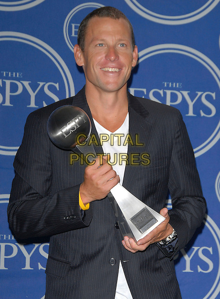 LANCE ARMSTRONG.Attends The 2006 ESPY Awards held at The Kodak Theatre in Hollywood, California, USA,.July 12th 2006.half length holding trophy award.Ref: DVS.www.capitalpictures.com.sales@capitalpictures.com.©Debbie VanStory/Capital Pictures
