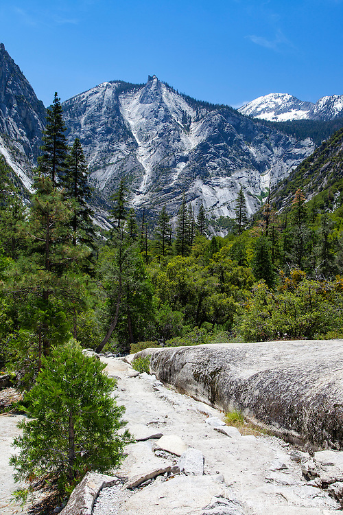 Paradise Valley  Trail in Kings Canyon National Park