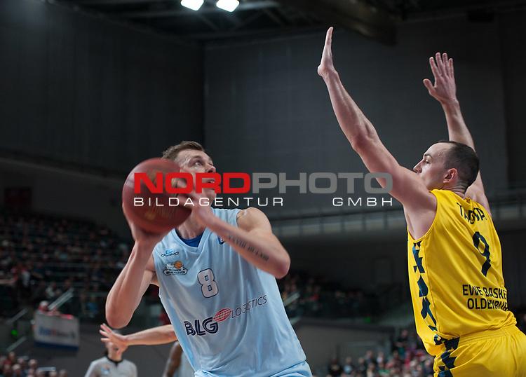 10.02.2019, &Ouml;VB Arena, Bremen, GER, easy Credit-BBL, Eisb&auml;ren Bremerhaven vs EWE Baskets Oldenburg, im Bild<br /> der Ex-Oldenburger ...<br /> Jan Niklas WIMBERG ( Eisb&auml;ren Bremerhaven #8 )<br /> Karsten TADDA (EWE Baskets Oldenburg #9 )<br /> Foto &copy; nordphoto / Rojahn