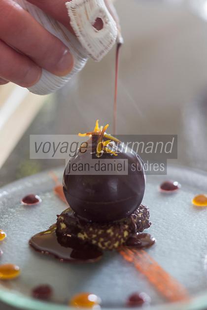 urope/France/Bretagne/56/Morbihan/Lorient: Dessert: Chocolat et orange - recette de  Jean-Paul Abadie, restaurant: L'Amphytrion