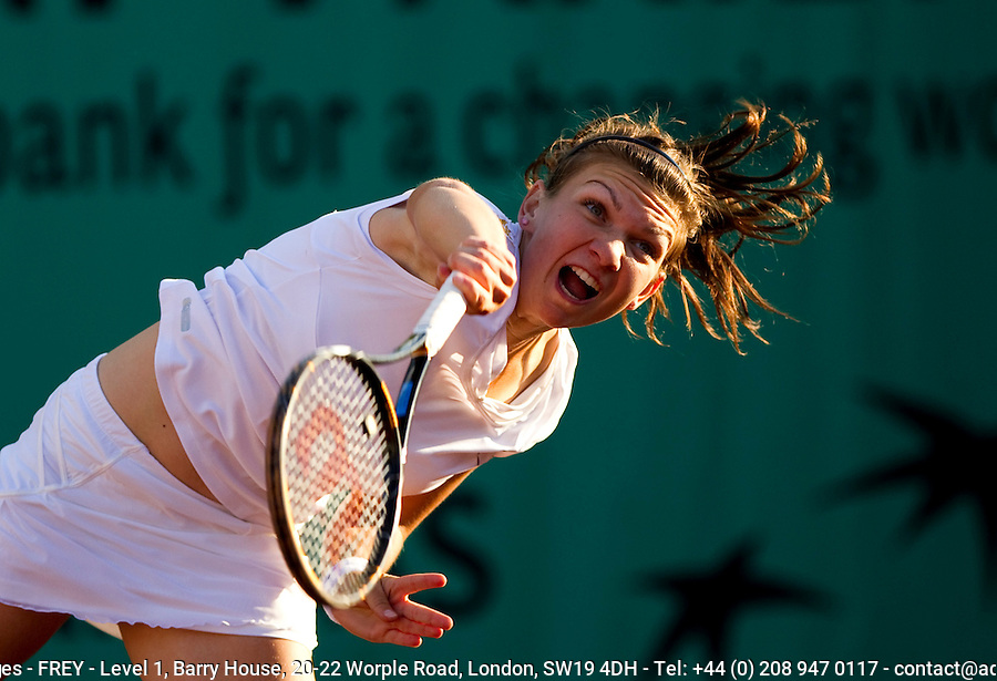 Simona Halep (ROU) against Samantha Stosur (AUS) (7) in the first round of the women's singles. Samantha Stosur beat Simona Halep 7-5 6-1..Tennis - French Open - Day 2 - Mon 24 May 2010 - Roland Garros - Paris - France..© FREY - AMN Images, 1st Floor, Barry House, 20-22 Worple Road, London. SW19 4DH - Tel: +44 (0) 208 947 0117 - contact@advantagemedianet.com - www.photoshelter.com/c/amnimages