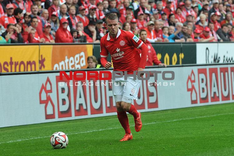 03.05.2015, cofacearena, Mainz, GER, FSV Mainz 05 vs. Hamburger SV, im Bild: Daniel Brosinski (#18, FSV Mainz)<br /> <br /> Foto &copy; nordphoto / Fabisch