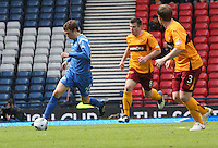 Murray Davidson trying to attack
