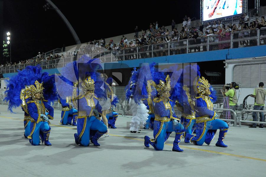 SAO PAULO, SP, 24 DE FEVEREIRO 2012 - DESFILE DAS CAMPEÃS DO CARNAVAL SP - ACADÊMICOS DO TATUAPÉ: Integrante da escola de samba Acadêmicos do Tatuapé no desfile das Campeãs do Carnaval 2012 de São Paulo, no Sambódromo do Anhembi, na zona norte da cidade, neste sábado.(FOTO: LEVI BIANCO - BRAZIL PHOTO PRESS).