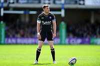 Rhys Priestland of Bath Rugby looks to kick for the posts. European Rugby Challenge Cup Quarter Final, between Bath Rugby and CA Brive on April 1, 2017 at the Recreation Ground in Bath, England. Photo by: Patrick Khachfe / Onside Images