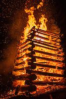 Funken (Funkenfeuer) bei Ofterschwang im Allgäu, Bayern, Deutschland<br /> Funken (Fire) near Ofterschwang, Allgäu, Bavaria, Germany