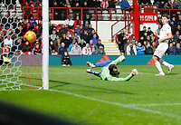 GOAL - Andy Lonergan of Leeds United is helpless to stop Yoann Barbet of Brentford's free kick during the Sky Bet Championship match between Brentford and Leeds United at Griffin Park, London, England on 4 November 2017. Photo by Carlton Myrie.