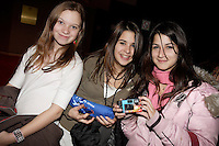 teenage fans at the<br /> Premiere, Romeo et Juliette movie, December 4 2006 at Place des Arts in Montreal, Canada<br /> Photo : (c)  2006, Images Distribution<br /> <br /> EDITORIAL USE, RELATED TO THIS EVENT ONLY