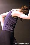 Festival les jalouses du théâtre de l'étoile du Nord le 18 Février 2005....Chorégraphie : Nathalie Pubellier - compagnie l'estampe..Lumières : Patrick Debarbat..Musique live : Izidor Leitinger..Interprète : Sybille Planques