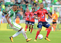 MEDELLÍN - COLOMBIA, 18-11-2017: Raul Loaiza (Izq) jugador de Atlético Nacional disputa el balón con Yairo Moreno (Der) jugador de Independiente Medellín durante partido por la fecha 20 de la Liga Águila II 2017 jugado en el estadio Atanasio Girardot de la ciudad de Medellín. / Raul Loaiza (L) player of Atletico Nacional fights for the ball with Yairo Moreno (R) player of Independiente Medellin during match for the date 20 of the Aguila League II 2017 at Atanasio Girardot stadium in Medellin city. Photo: VizzorImage/León Monsalve/Cont