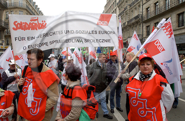 Brussels-Belgium - 19 March 2005---The European Trade Union Confederation (ETUC) called for a demonstration and more than 50.000 demonstrators came into the city of Brussels to demand more and better jobs, to defend a social Europe and to withdraw the Bolkestein directive; here, participants from Solidarnosc---Photo: Horst Wagner/eup-images