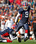 4 November 2007: Buffalo Bills kicker Rian Lindell (9) kicks a field goal against the Cincinnati Bengals at Ralph Wilson Stadium in Orchard Park, NY. The Bills defeated the Bengals 33-21 in front of a sellout crowd of 70,745...Mandatory Photo Credit: Ed Wolfstein Photo