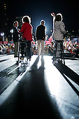 Kansas City, Kansas.USA.August 6, 2004..Democratic nominee for US President Sen. John Kerry and VP.  John Edwards and their wives address a crowd of supporters in Kansas City before boarding a train to Colorado..