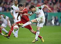FUSSBALL  DFB-POKAL  HALBFINALE  SAISON 2012/2013    FC Bayern Muenchen - VfL Wolfsburg            16.04.2013 Diego (li, VfL Wolfsburg) gegen Javier Martinez (re, FC Bayern Muenchen)
