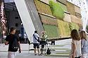 Photo as souvenir on the background of Israel pavilion at Expo 2015, Rho-Pero, Milan, July 2015. &copy; Carlo Cerchioli<br /> <br /> Foto ricordo al tavolino sullo sfondo del padiglione di Israele a Expo 2015, Rho-Pero, Milano, luglio 2015.